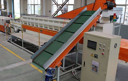 casting_components_deburring_and_polishing_linear_continuous_vibratory_finishing_machine_ltg6500-1-768x768-1
