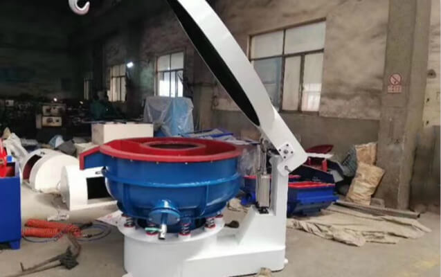 vibratory-deburring-machine-with-sound-cover-1