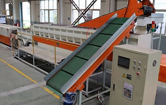 5.-Linear-Trough-Vibratory-finishing-machine