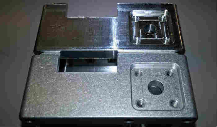 Aluminum-machining-parts-before-and-after-deburring
