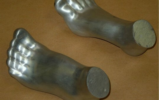 aluminum-sand-casting-art-work-polishing