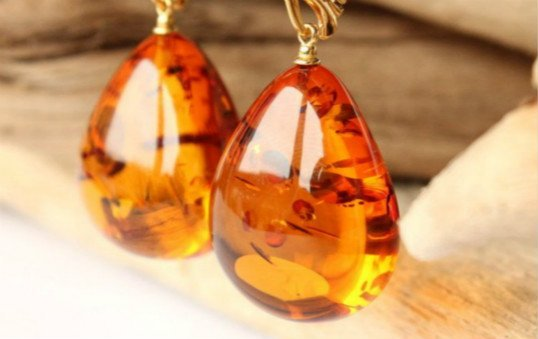amber-earing-polishing
