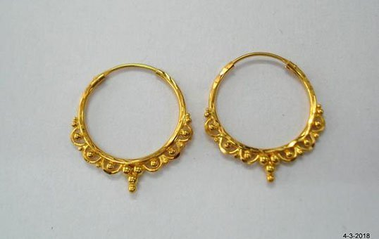 gold-earring-polishing