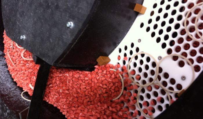 plastic-parts-vibratory-deburring