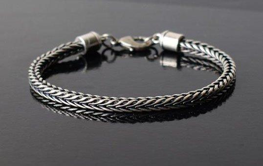 silver-bracelet-polishing