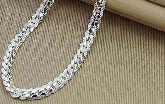 silver-chain-polishing