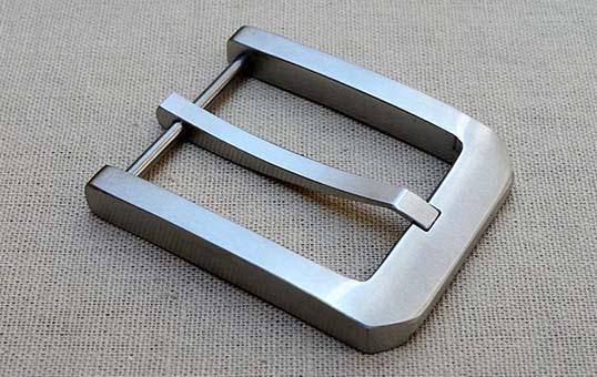 stainless-steel-belt-buckle-polishing