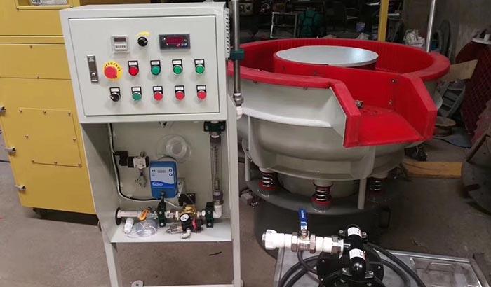 vibratory-deburring-machine-with-separator