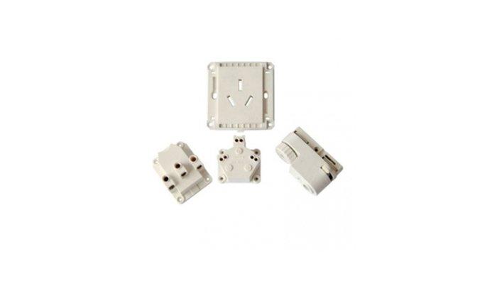 Deflashing-plastic-electronic-parts