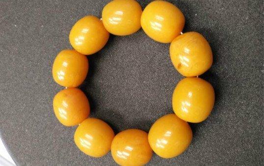 amber-beads-polishing