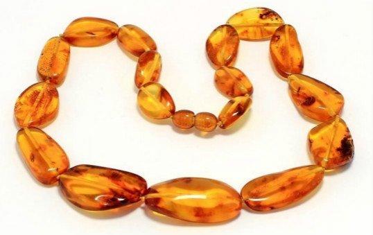amber-necklance-polishing