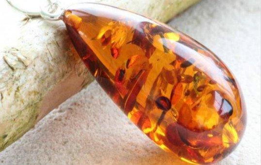 amber-pendant-polishing