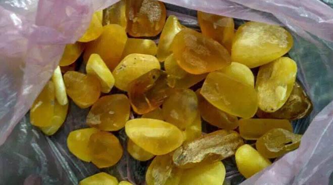 amber-stone-after-fine-polishing-with-mass-finishing